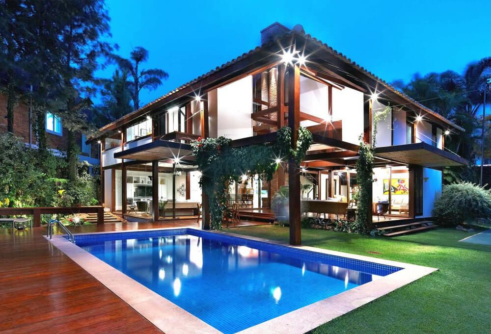 Basic furnished pool house...